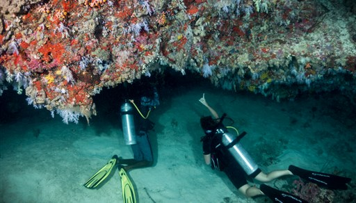 Scuba diving in Fulidhoo Caves in the Maldives