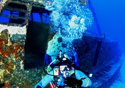 Scuba diving in el Meridian - wreck in Spain